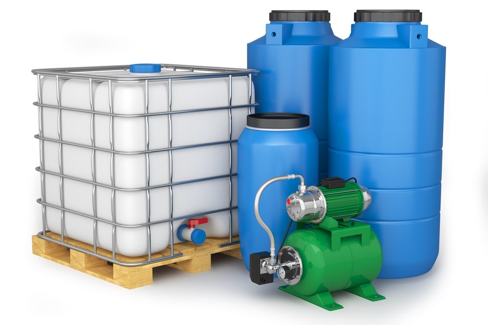 SS_Group of plastic water tanks and pumping station