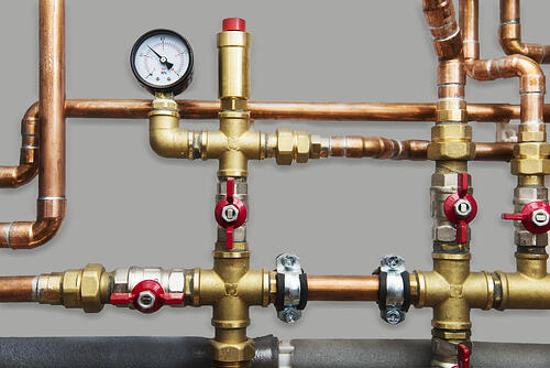 Heating system with copper pipes, ball valves and manometer