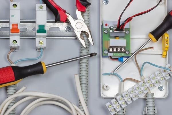 shutterstock_PBS-wires in DB