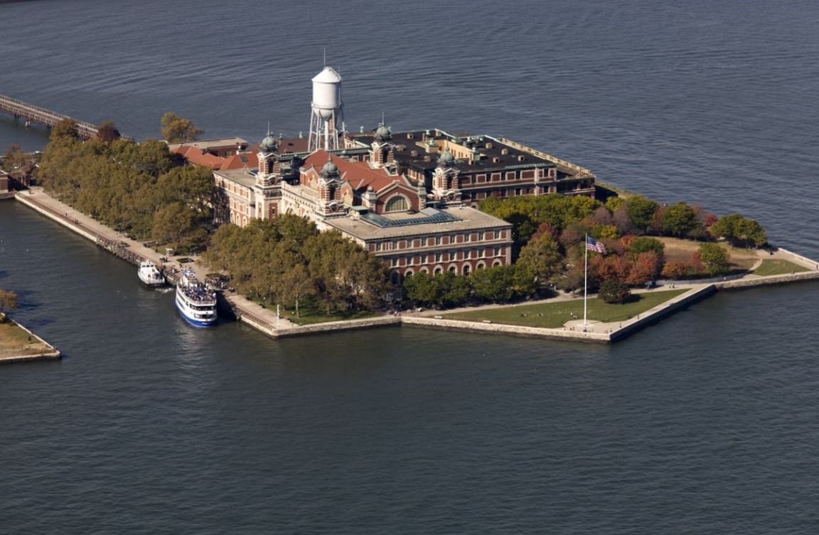 Ellis-Island-Caf.jpg?width=1728&height=1128&name=Ellis-Island-Caf